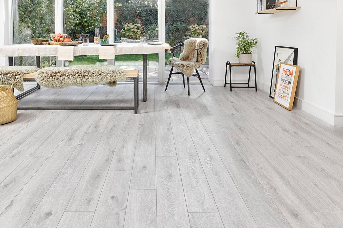 Series Woods Professional 10mm Laminate Flooring Oak White