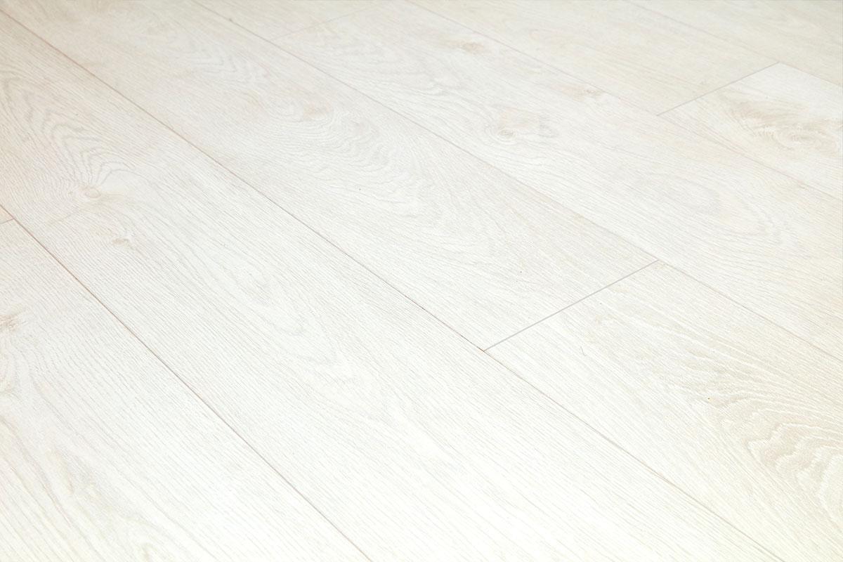 Series Woods Professional 12mm Laminate Flooring Brilliant