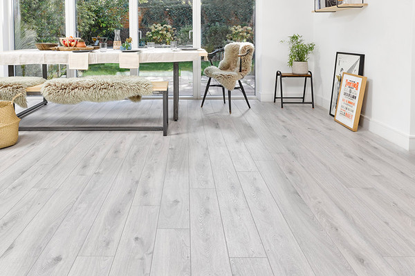 Series Woods Professional 12mm Laminate, White Oak Laminate Flooring 12mm