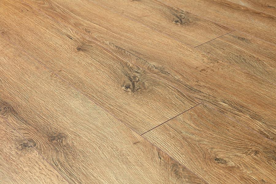 Woods 8mm Laminate Flooring Sicilia Oak, 8mm Oak Laminate Flooring