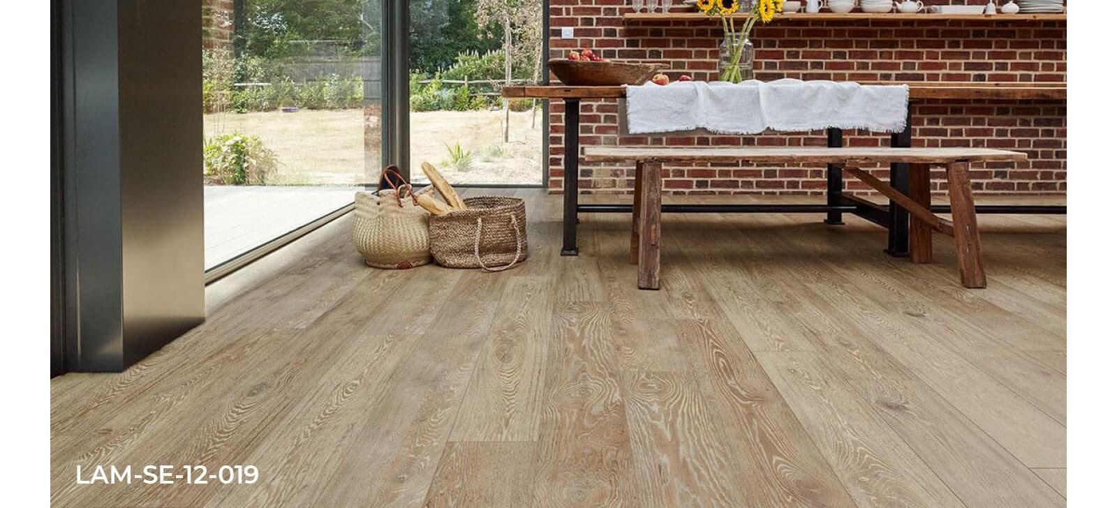 Series Wood Professional Lion Oak laminate flooring dining room roomset